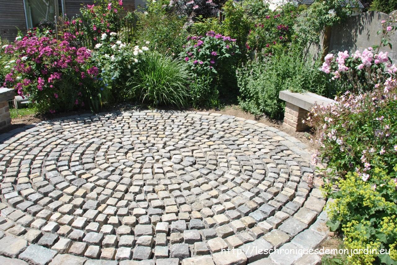 Pavage de la terrasse ronde ii voil c est fini les for Au jardin des malentendus